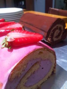 Erdbeer-Biskuitrolle und Schoko-Bikuitrolle