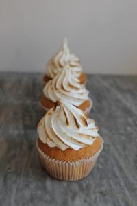 Mini-Cupcakes mit Lemoncurd-Topping