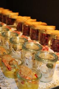 Vitello Tonnato v.d. Pute, Ziegenkäsetartes mit Apfelpreiselbeeren, Schafskäse-Börek auf Rote Bete