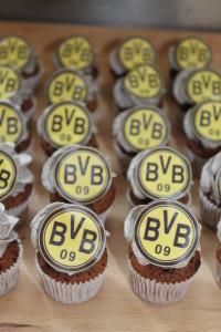 BVB Mini-Schoko-Cupcakes mit Oreobuttercreme